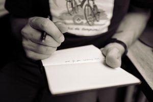 Brief schreiben um Selbstzweifel zu verringern