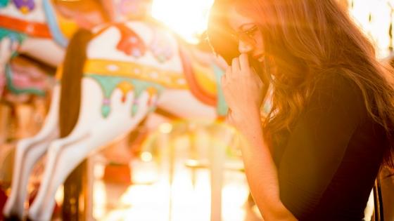 Abgrenzen Titelbild Frau Farben und Licht