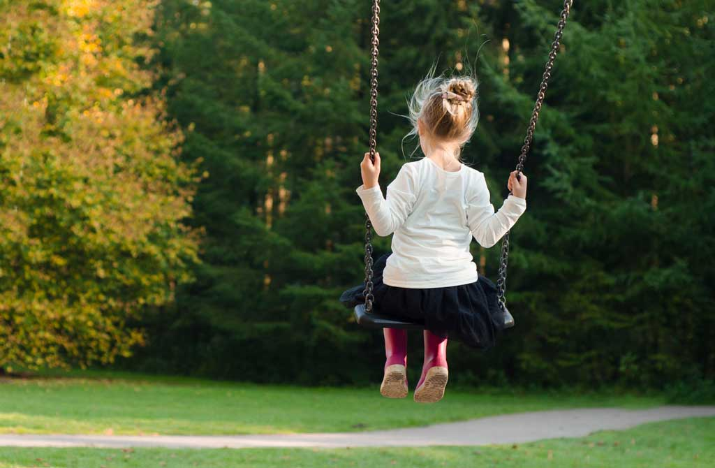 Selbstmitgefühl Kind schaukelt